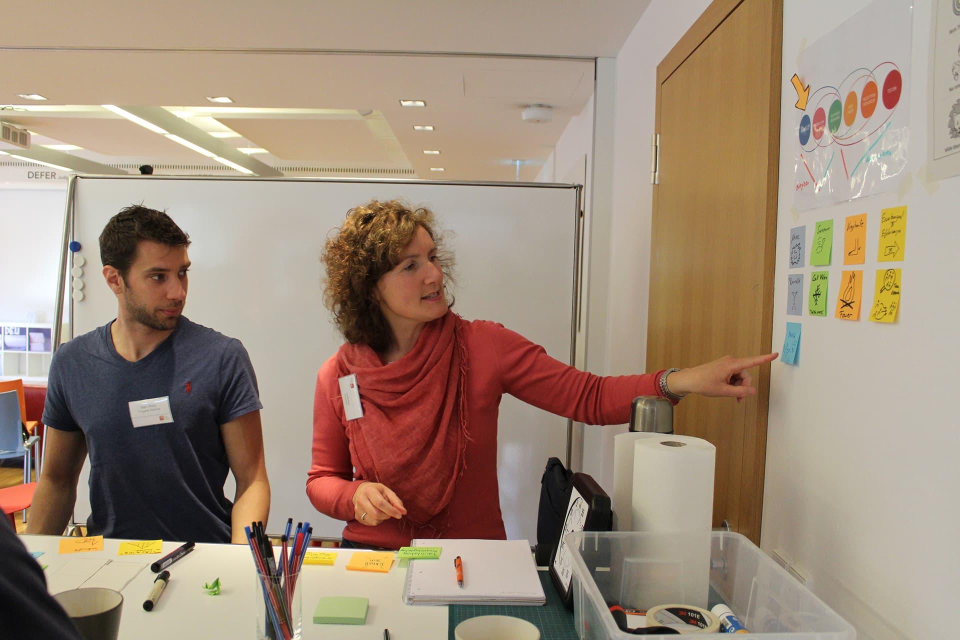 Monica fa formazione ad un workshop