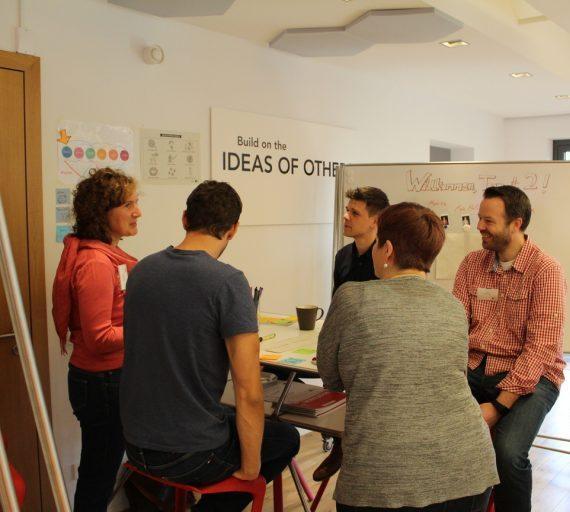 persone che fanno un workshop sulla consulenza